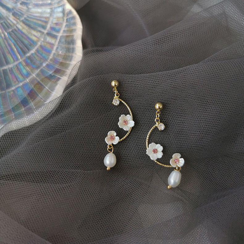 Korean C-shaped shell flower earrings simple 925 silver needle geometric pearl ear jewelry wholesale nihaojewelry NHMS229799