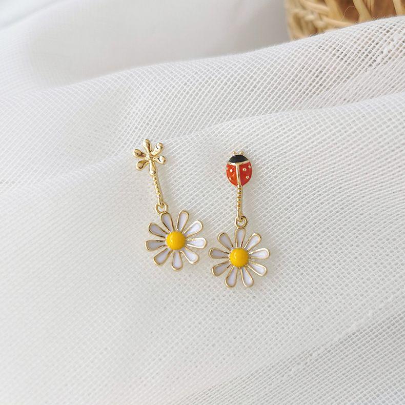 925 silver needle Korean fashion small ladybug daisy flower earrings sweet petals asymmetric earrings wholesale nihaojewelry NHMS229804