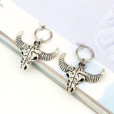 Rétro punk grosse tête de chèvre pendentif anneau d'oreille style ethnique anneau d'oreille animale en gros nihaojewelry NHGO230078's discount tags