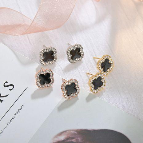 925 argent aiguille trèfle à quatre feuilles boucles d'oreilles diamant nouvelle vague boucles d'oreilles simple hypoallergénique en gros nihaojewelry NHBQ230128's discount tags