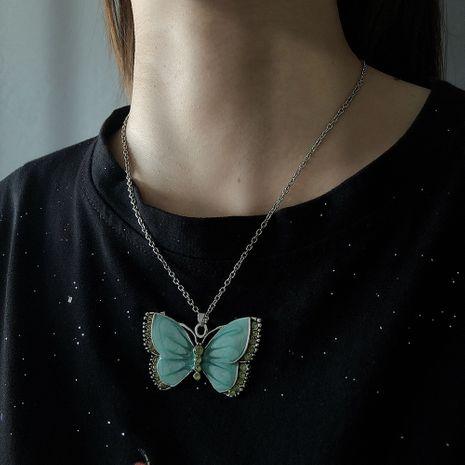 Vente chaude nouvelle mode bijoux étals mode goutte à goutte couleur diamant papillon collier en gros nihaojewelry NHMD230283's discount tags