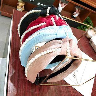 Banda de pelo de nudo arrugado de seda brillante de ala ancha de Corea del Sur de alta gama boutique hecha a mano diadema de perlas al por mayor nihaojewelry NHUX222355's discount tags