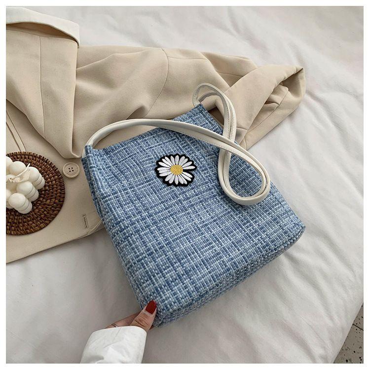 Korean cute simple fashion  check shoulder bag female  new wave Korean  small fresh girl tote bag summer flower handbag nihaojewelry wholesale NHTC223077
