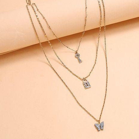 personnalité de la mode  conception originale sens multicouche collier simple rétro diamant clé serrure papillon collier en gros nihaojewelry NHKQ223520's discount tags