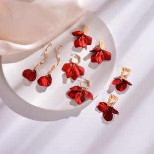 Pendientes de flores pendientes de pétalos de rosa irregulares pendientes pendientes de bambú largos exagerados retro al por mayor nihaojewelry NHWF223630's discount tags