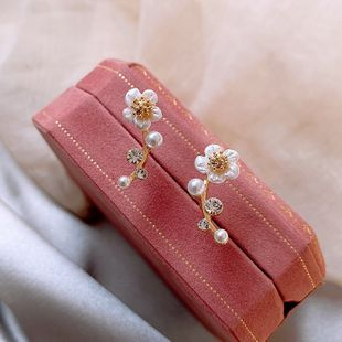 Pendientes minimalistas coreanos de tres anillos Los pendientes Morandi muestran pendientes blancos de alto nivel al por mayor nihaojewelry NHXI223701's discount tags