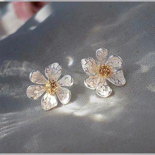 Pendientes de plata esterlina coreana pendientes de super margaritas de hadas new wave pendientes de flores de bosque simple al por mayor nihaojewelry NHXI223704's discount tags