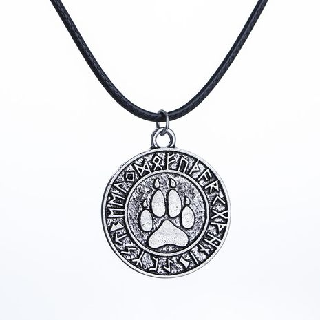 cat paw print necklace Viking animal dog paw print retro circle pendant necklace clavicle chain wholesale nihaojewelry NHMO223879's discount tags