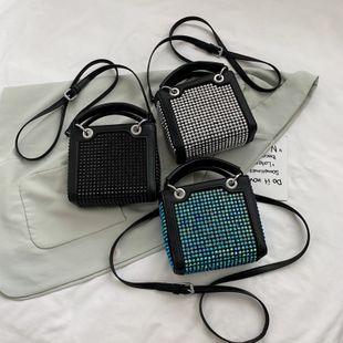 Nueva ola de verano lleno de diamantes bolsa de cubo portátil coreano casual hombro messenger bag venta al por mayor nihaojewelry NHPB233832's discount tags