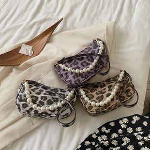 Nueva ola de moda de verano leopardo cadena de perlas bolso de hombro estilo salvaje casual axila bolsa al por mayor nihaojewelry NHPB233833's discount tags