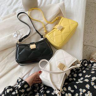 Nueva ola de moda de verano rombo baguette axila bolsa coreana color sólido hombro bolsa de mensajero al por mayor nihaojewelry NHPB233844's discount tags