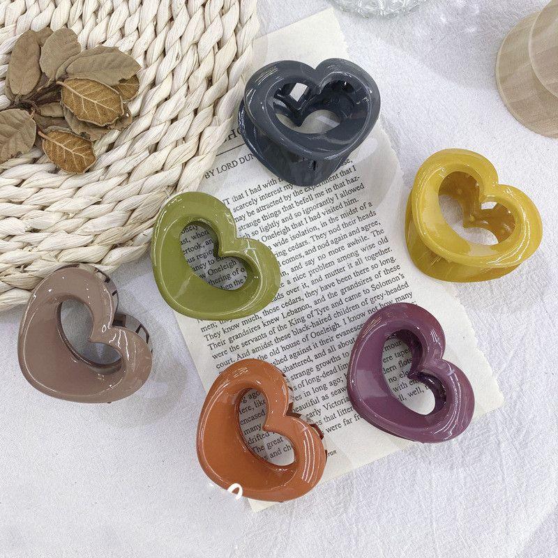 Korean acrylic heartshaped small grip clip womens hair paw trumpet back hair clip wholesale nihaojewelry NHSM233618
