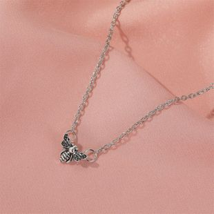 new retro small bee necklace simple and old-fashioned insect pendant clavicle chain hot sale wholesale nihaojewelry NHDP233642's discount tags