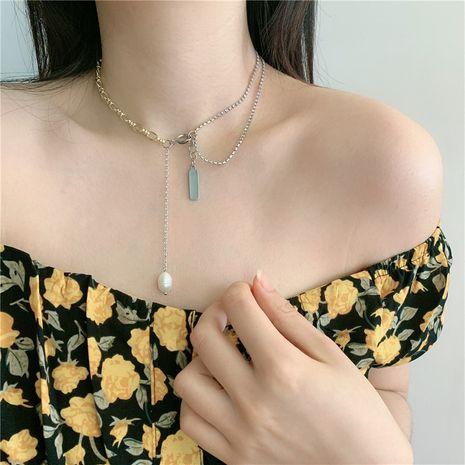 chaîne de diamant asymétrique épissage perle gland chaîne de clavicule alphabet pendentif carré chaîne de cou en gros nihaojewelry NHYQ233957's discount tags