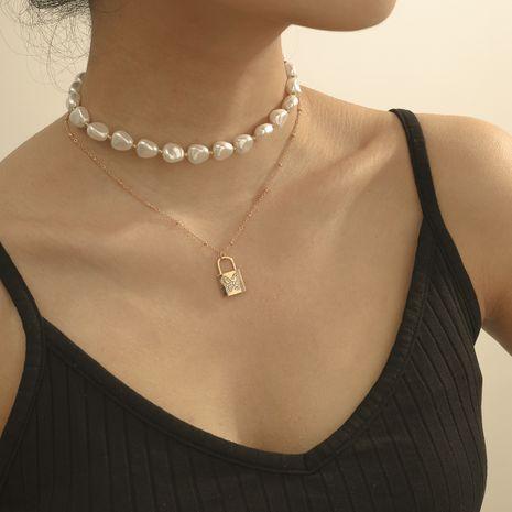 bijoux de mode style de rue collier de perles simple diamant papillon multicouche verrouillage pendentif collier en gros nihaojewelry NHXR234255's discount tags