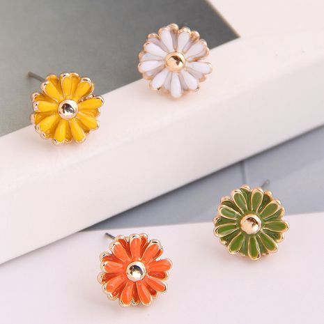 Boutique Korean fashion sweet OL small daisy combination earrings wholesale nihaojewelry NHSC234295's discount tags
