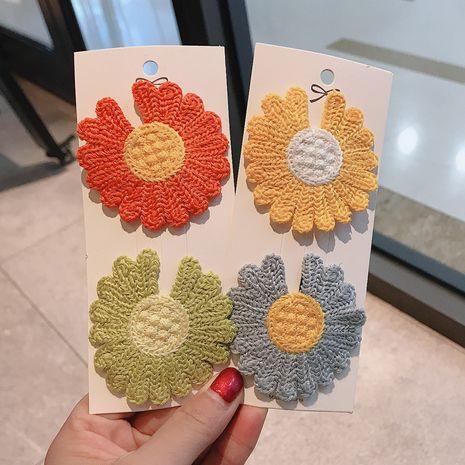 Nuevo super fire color a juego pequeña margarita flores horquilla lindo lado horquilla niños clip al por mayor nihaojewelry NHDQ234301's discount tags