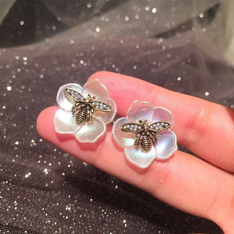 White petal earrings simple retro old pearl bee colorful light flower earrings wholesale nihaojewelry NHWK234348's discount tags