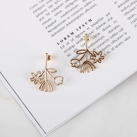Nuevos pendientes populares Pendientes coreanos 925 piezas de cobre de plata pendientes de flores al por mayor nihaojewelry NHQS234543's discount tags
