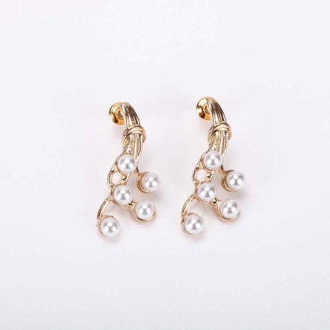 Nuevos populares pendientes de perlas doradas S925 aguja de plata geométrica irregular pendientes coreanos al por mayor nihaojewelry NHQS234562's discount tags