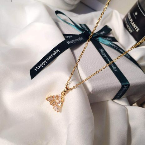 collier en acier titane zircon incrusté triangle pendentif en gros nihaojewelry NHIM234600's discount tags