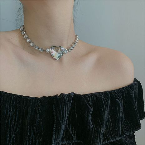 Korean necklace flash diamond big love full diamond pendant neck chain short clavicle chain choker wholesale nihaojewelry NHYQ234698's discount tags
