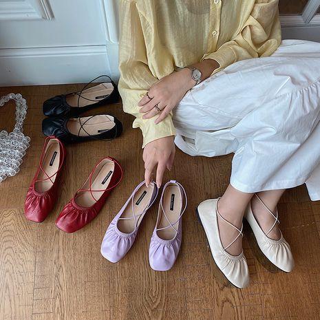 Coréen chic pli chaussures simples femme carré tête croix mince ceinture en cuir souple chaussures ballerines en gros NHHU234917's discount tags