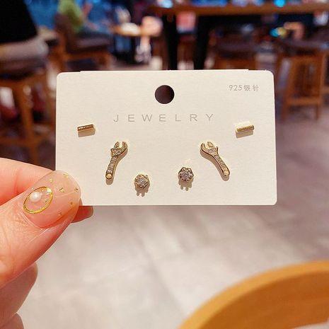 Boucles d'oreilles en zircon coréen S925 aiguille en argent mini-boulon écrou clé petites boucles d'oreilles ensemble en gros nihaojewelry NHCG235411's discount tags