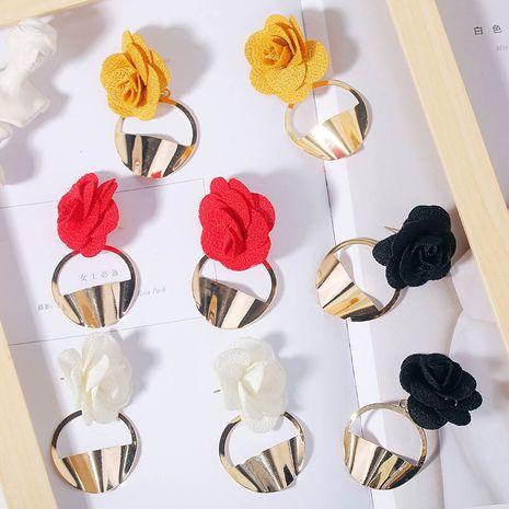 Coréen simple en trois dimensions tissu art multicolore fleur boucles d'oreilles géométrique boucles d'oreilles bijoux en gros nihaojewelry NHLA230821's discount tags