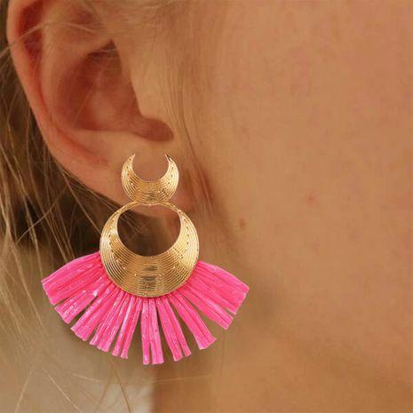 boucles d'oreilles pompon ethnique bohème mode nouvelles boucles d'oreilles en raphia en forme d'éventail en gros nihaojewelry NHMD230913's discount tags