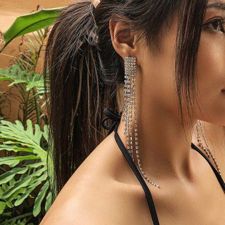 nouvelle tendance mode plein diamant banquet griffe chaîne longue gland boucles d'oreilles en gros nihaojewelry NHMD230915's discount tags