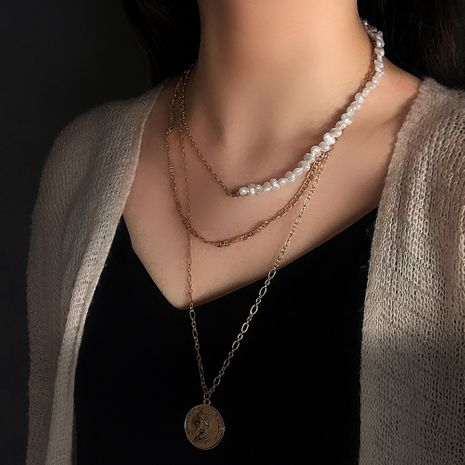 Vente chaude multi-couche alliage collier créatif perle en métal couture chaîne portrait pendentif collier en gros nihaojewelry NHMD230918's discount tags