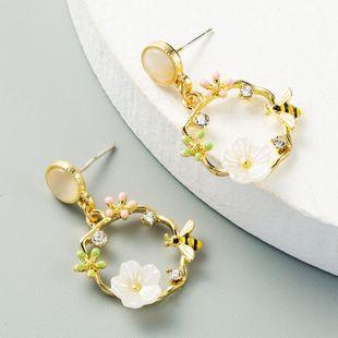 Corea niña flor de abeja silvestre pendientes de aguja de plata pendientes de aleación de moda al por mayor nihaojewelry NHLN231134's discount tags