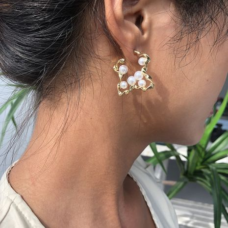 fashion hot sale sexy trend pearl earrings geometric gold alloy earrings exquisite earrings wholesale nihaojewelry NHMD236038's discount tags