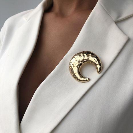 Venta caliente joyería de aleación creativa moda exquisita flexión chapado en luna broche insignia al por mayor nihaojewelry NHMD236040's discount tags