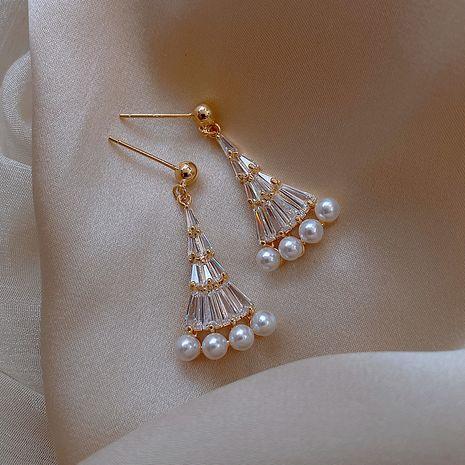 Boucles d'oreilles en forme d'éventail géométrique en forme d'éventail de perles de corée en argent 925 pour les femmes nihaojewelry en gros NHXI236876's discount tags