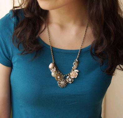Accessoires de cou rétro coréens collier en forme de pétale en fleurs en gros nihaojewelry NHSC237365's discount tags