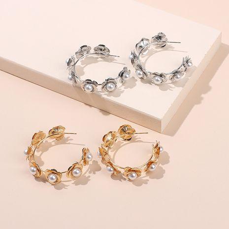 Couronne ronde exagérée boucles d'oreilles fleur de perle exquises boucles d'oreilles en métal de mode en gros nihaojewelry NHRN237260's discount tags