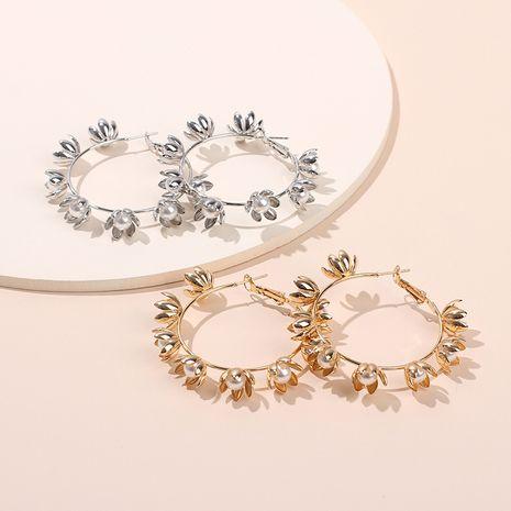 nouvelles boucles d'oreilles en métal de couronne exquise boucles d'oreilles de fleurs de perles de mode en gros nihaojewelry NHRN237266's discount tags