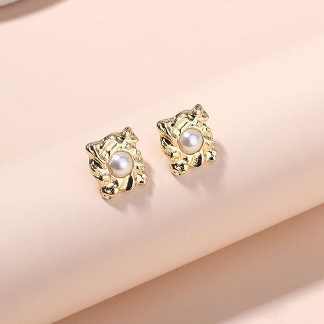 Boucles d'oreilles à la mode Boucles d'oreilles en perles Boucles d'oreilles en alliage d'or de niche rétro pour femmes en gros Nihaojewelry NHRN237276's discount tags
