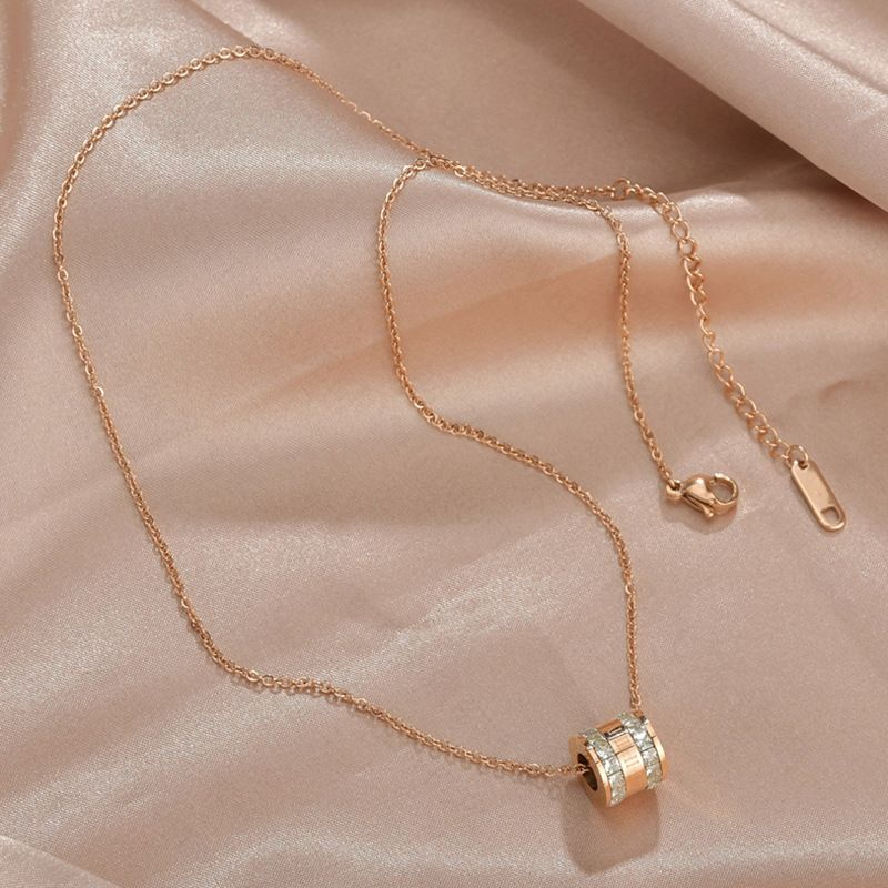 Korean wild titanium steel necklaces rose gold Roman numerals two-ring diamond necklace for women tide clavicle chain nihaojewelry NHHF237037