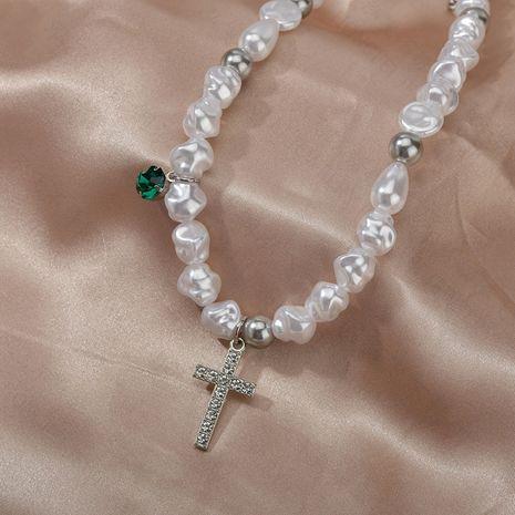 Nuevo collar de moda collar de cruz de perlas irregulares hombres de moda mujeres de moda hip hop colgante pareja modelos nihaojewelry NHHF237009's discount tags