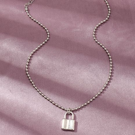 Bijoux de mode Simple Perle Ronde Collier Ras Du Cou Verrouillage Forme Pendentif Collier en gros nihaojewelry NHNZ238211's discount tags