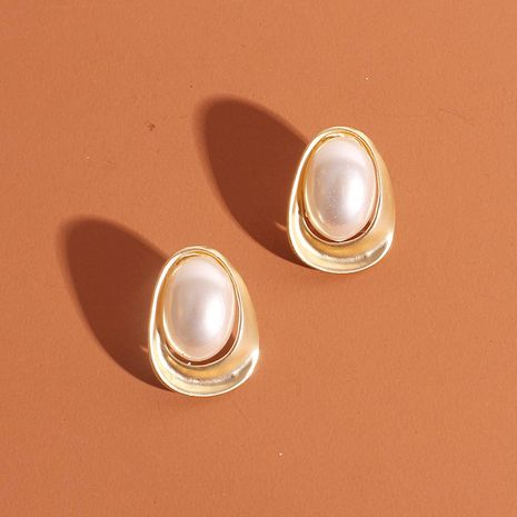 Niche retro oval gold earrings for women alloy ear accessories fashion pearl earrings wholesale nihaojewelry NHRN238365's discount tags