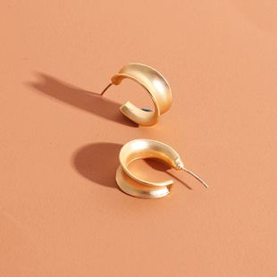 Fashion hot selling simple geometric C-shaped gold metal earrings new ladies earrings  wholesale nihaojewelry NHRN238377's discount tags