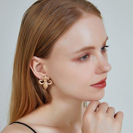 Nouveau S925 Argent Aiguille Simple Boucles D'oreilles Ancre Géométrique Boucle D'oreille Badge Fleur Armée Pour Les Femmes NHOA238480's discount tags