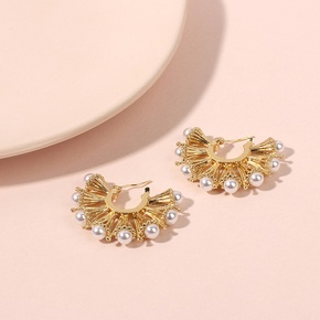 Exaggerated niche fan-shaped Bucklow pearl retro golden earrings for women nihaojewelry NHRN238614
