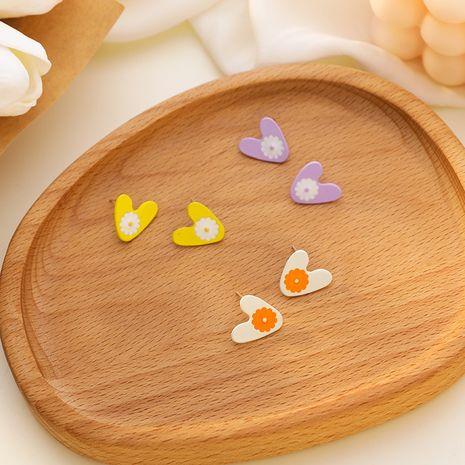 Fleur de marguerite douce et mignonne aime les boucles d'oreilles coréennes simples et petites pour femmes en forme de coeur NHMS238662's discount tags