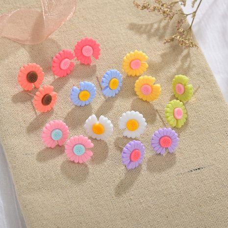 S925 argent aiguille petites boucles d'oreilles marguerite simples boucles d'oreilles fleur en gros nihaojewelry NHBQ231173's discount tags