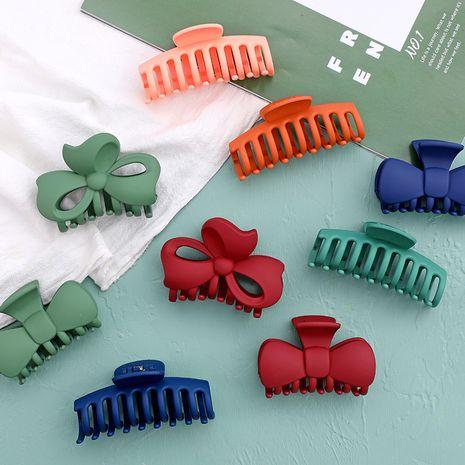 Grab clip tête de douche à tête de douche petite pince à cheveux plaque couleur unie coiffure en gros nihaojewelry NHHE231372's discount tags